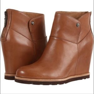 UGG chestnut leather wedges Sherpa lining 8 Z